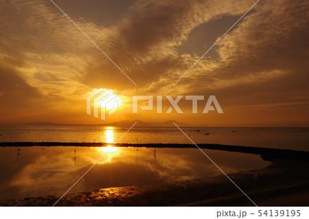 雲と太陽 54139195