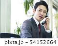 電話をするビジネスマン 54152664