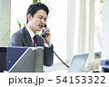 電話をするビジネスマン 54153322