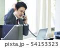 電話をするビジネスマン 54153323