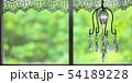 室内の窓から見た庭の新緑、アンティークなインテリア 54189228