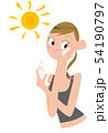 日焼け止めクリームをぬる、若い女性。 54190797