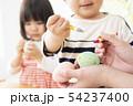 保育園 幼稚園 保育士 園児 お絵かき 54237400