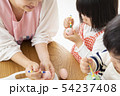 保育園 幼稚園 保育士 園児 お絵かき 54237408