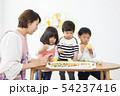 幼稚園 保育園 保育士 園児 お絵かき 54237416