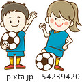 サッカーを楽しむ子供 54239420