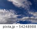 空の背景素材。青空、美しい雲、光。 54248988