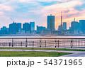 夕暮れの東京のビル群 54371965