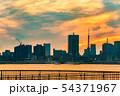 夕暮れの東京のビル群 54371967