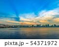 夕暮れの東京の海 54371972