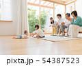 リビング 三世代家族 団らんの写真 54387523