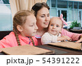 Mom with children in the cafe read the menu 54391222