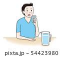 水を飲む患者 54423980