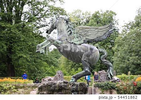 ザルツブルクのミラベル宮殿の天馬の銅像 54451862