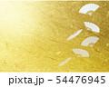 白い扇子と和風の金色の背景 54476945