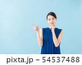 夏 20代女性(青背景) 54537488