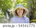 ガーデニングイメージ 女性 カメラ目線 ガーデナー 54541775