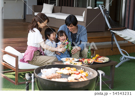 家族、食事、バーベキュー、夏、乾杯 54543231