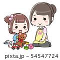 遊んでいる女の子と見守る女性の先生 54547724