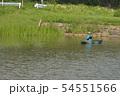 ボートでバス釣りを楽しむ釣り人の風景 54551566