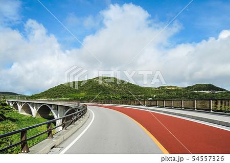 てぃーだ橋・つむぎ橋からの絶景 久米島(沖縄県)の観光名所や絶景ポイント 54557326