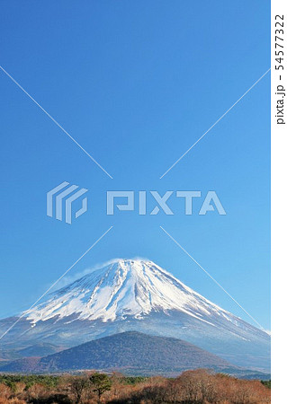 冬の青空と富士山 54577322