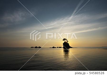 雨晴海岸 春霞の夜明けの写真素材 [54580526] - PIXTA