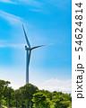 山の頂上付近に設置された風力発電用大型風車 54624814