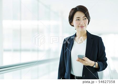 ビジネス オフィス ビジネスウーマン 女性 オートスロープ 54627358