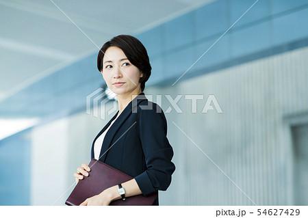ビジネス オフィス ビジネスウーマン 女性 54627429