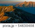 北アルプス・笠ヶ岳から見る夕焼けの槍ヶ岳と抜戸岳 54630408