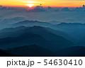 北アルプス・笠ヶ岳から見る日没と飛騨の山並み 54630410