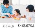 ファミリー 若い家族 54636758