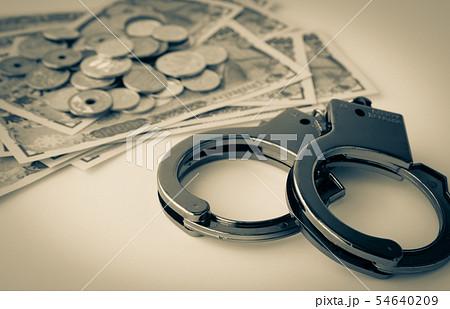 金融犯罪 手錠 違法行為 犯罪 税逃れ 所得隠し 犯罪収益 54640209