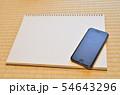 スケッチブックとスマートフォン 54643296