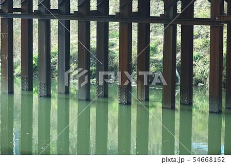 古い橋桁・錆びた鉄 54668162
