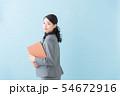 ビジネス 20代女性(青背景) 54672916