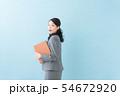 ビジネス 20代女性(青背景) 54672920