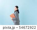 ビジネス 20代女性(青背景) 54672922