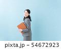 ビジネス 20代女性(青背景) 54672923