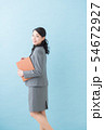 ビジネス 20代女性(青背景) 54672927