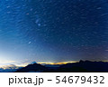 甲斐駒ヶ岳から見る星空と鳳凰山・富士山と北岳 54679432