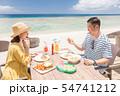 海外旅行 海の見えるレストラン 人物 ランチ 食事 54741212