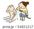 赤ちゃんのお尻を洗うお母さん 54821217