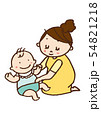 赤ちゃんのオムツを調べるお母さん 54821218