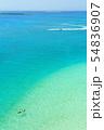 沖縄の青い海で泳ぐ 瀬底島 アンチ浜の俯瞰 54836907