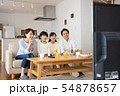 親子 リビング テレビ ファミリーイメージ 54878657