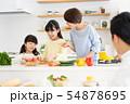 親子 料理 食卓 ファミリーイメージ 54878695