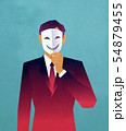 マスクを持った男性 54879455