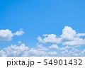 初夏の爽やかな青空 54901432